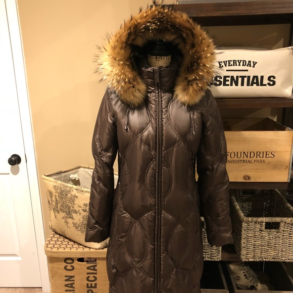 6c2bf1176 BERNARDO DESIGN Long Puffer with Raccoon Fur Hood